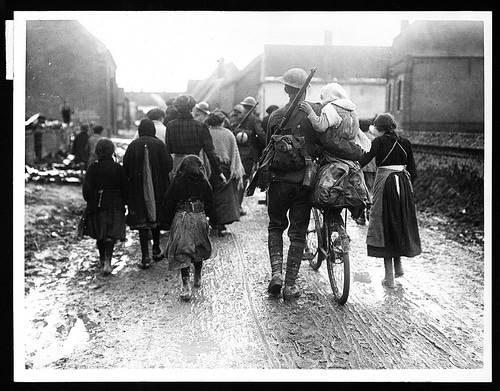 British soldiers arriving in a village, during World War I