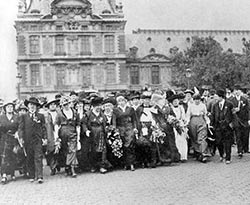 Womens_suffrage_demonstration_in_Paris_on_5_July_1914_-_Le_Figaro