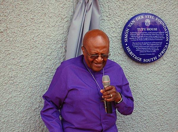Archbishop_Desmond_Tutu_outside_Tuto_House,_Soweto