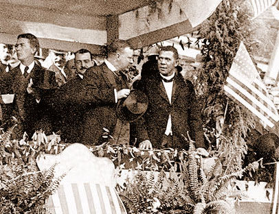 Booker_Washington_and_Theodore_Roosevelt_at_Tuskegie_Institute