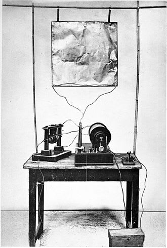 Marconi's_first_radio_transmitter