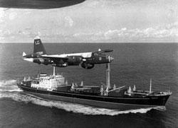 Neptune_over_Soviet_ship_Oct_1962