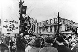 coal-bread-Hungerwinter,_Demonstration