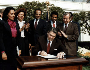 Reagan_signs_Martin_Luther_King_bill
