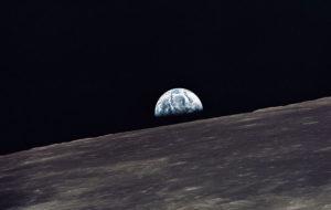 Apollo_10_earthrise