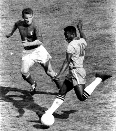 1963-Trapattoni_and_Pelé