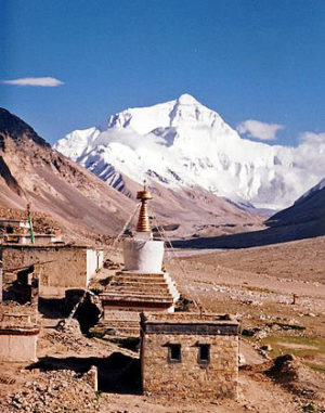 norgay-Mount_Everest_from_Rombok_Gompa,_Tibet